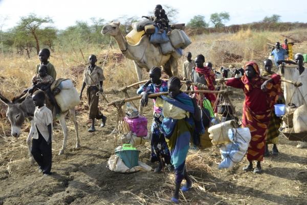 106b-iz-modrega-nila-v-sudanu-se-valijo-cez-mejo-v-juzni-sudan-novi-valovi-beguncev-z-klemnom-sva-potovala-v-nasprotni-smeri-maj-2012ED8E2A2C-5A1B-3F9E-0716-F1CF253CE16E.jpg