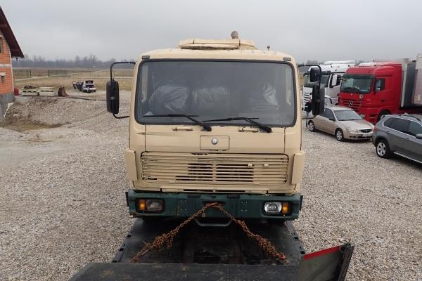 161a-v-kabinah-obeh-tovornjakov-so-tudi-solske-potrebscine-ki-so-jih-zbrali-in-darovali-dijaki-sol-v-novem-mestu806A3ECF-5216-797F-6775-A502B916F128.jpg