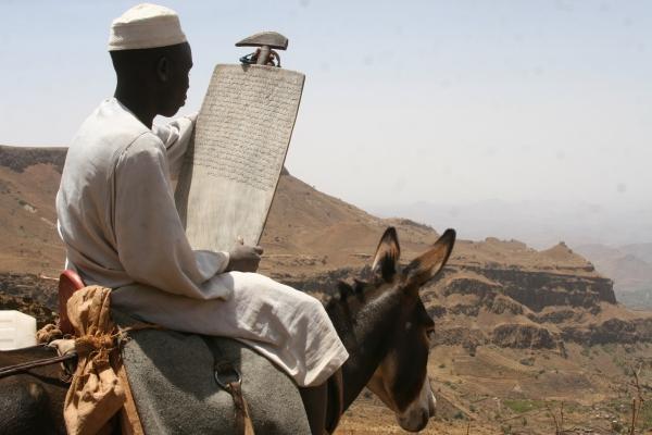 24-v-gorah-jebel-mare-zivijo-furi-ki-se-imajo-kljub-temu-da-so-sprejeli-islam-vsi-za-africane-in-zato-nimajo-problemov-z-identiteto-ki-sicer-dela-probleme-vecini-v-sudanu11B2DD08-59F1-910D-417E-2C5C378978EF.jpg