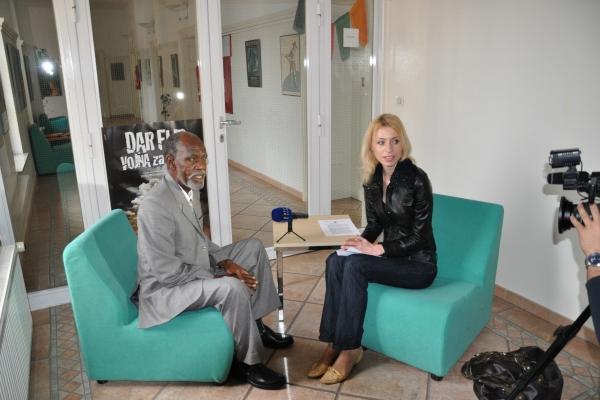 57-jamus-med-enim-od-stevilnih-intervjujev-o-razmerah-v-darfurju-in-sudanu-maja-cestnik-rtvslo-14-marec-20100922529C-1922-8DC6-706E-5C8C8DEA2207.jpg