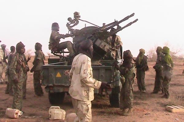 70-slike-uporniske-vojske-nasega-prostovoljca-mohameda-alija-justice-and-eguality-movement-severni-darfur-2010-war3-031CB00964D-D949-EFFC-A2BF-B95750179534.jpg