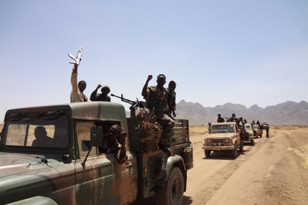 85-sudanske-vladne-sile-skupaj-z-placanci-na-poti-v-nubske-gore-kot-so-se-posneli-sami-januarja-201160697E16-015B-49DE-400C-29ED8BC21ABE.jpg