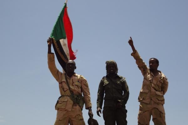 90-sudanska-vojska-skupaj-z-placanci-dzandzavidi-na-poti-do-se-ene-zmage-ali-nove-smrti05874913-FCA2-C600-23F2-8CD8F53500E6.jpg
