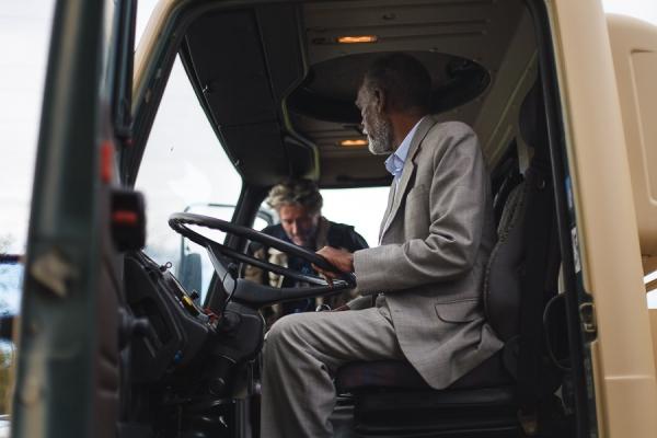 99-suleiman-jamus-prvic-za-volanom-tovornjaka-z-nalozeno-vrtalno-napravo-ljubljana-april-20125117B5B5-4839-9977-A8EB-9E516D700FB1.jpg
